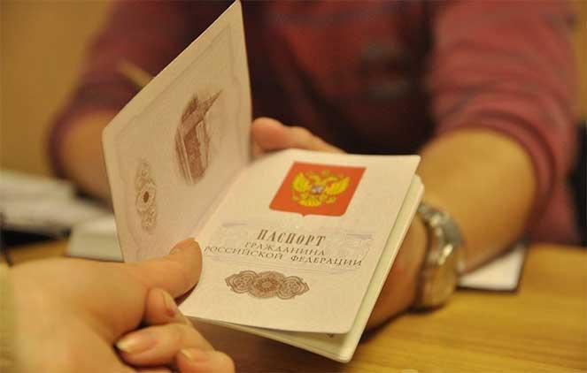 Как переклеить фото в паспорте